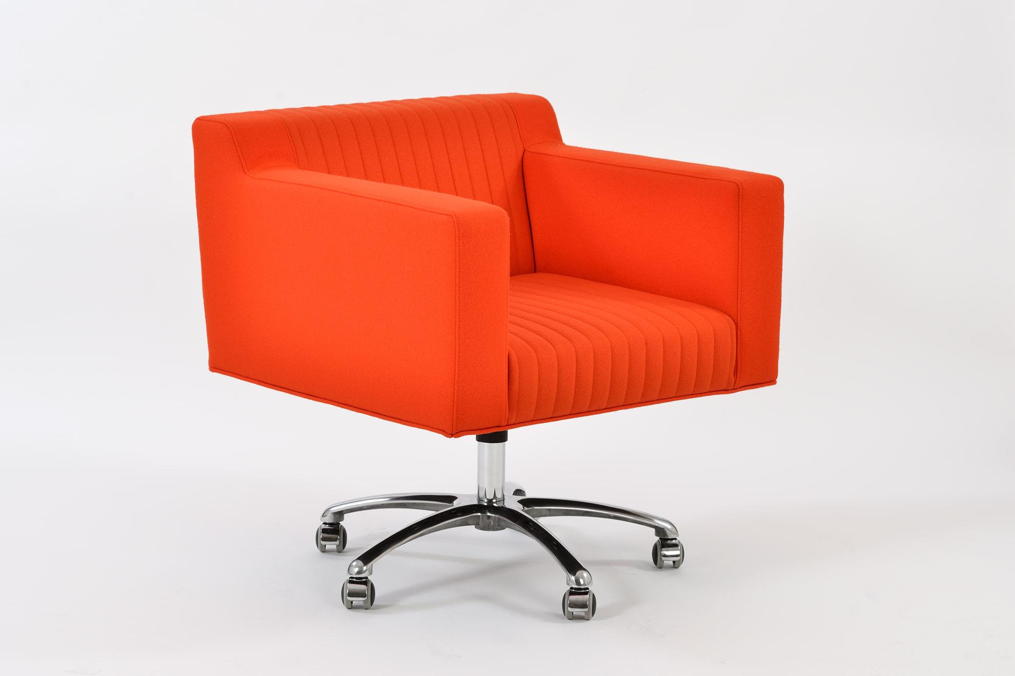 Poltroncina arancio con rotelle