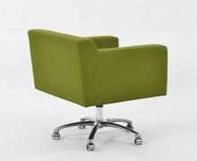 Poltroncina verde con rotelle